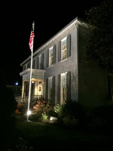 office-with-flag-photo